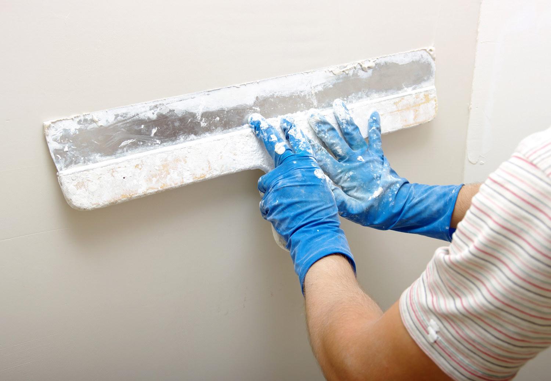 Как правильно шпаклевать стены своими руками 12